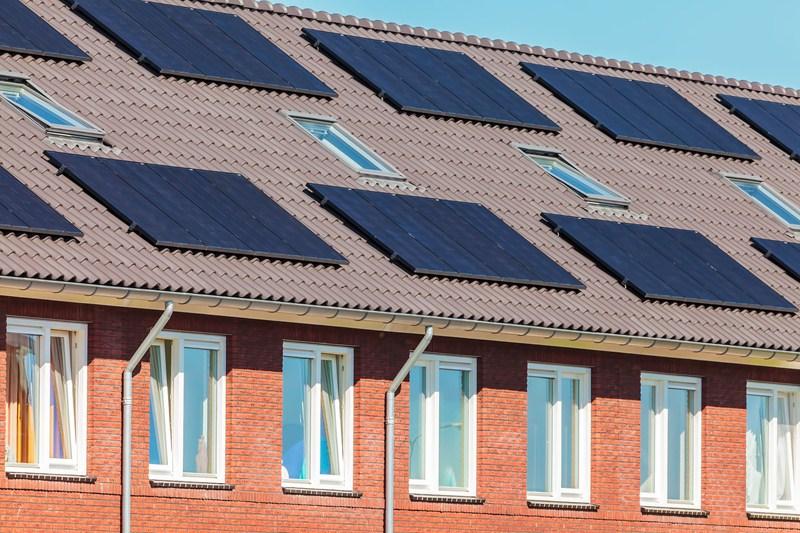 Geen aftrek voorbelasting op bouw woning in verband met plaatsing zonnepanelen op dak